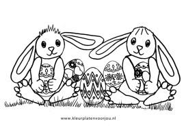 konijnen-met-paaseieren-kleurplaat